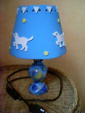 Pour enfant:Lampe de chevet bleue décor chiens: objet artisanal, création unique