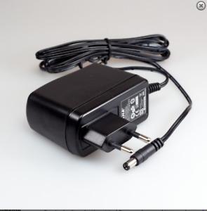 Cargador mh24-v120200-c5 12V 2A 24W seminuevo ebcg017 5,5x2,5mm