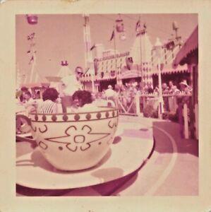 1958 MAD TEA PARTY TEACUP & MR TOADS WILD RIDE DISNEY DISNEYLAND VTG PHOTO 434