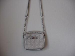 NICOLE MILLER GRAY/SILVER SMALL QUILTED FAUX LEATHER CROSSBODY SHOULDER BAG EUC