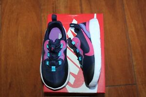 NEW GIRLS BOYS NIKE SZ 7 SHOES ELEMENT 55