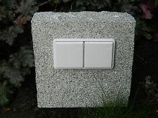 Doppelte Gartensteckdose in Granitblock, Naturstein, Außensteckdose, gestockt