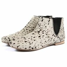 Flat (less than 0.5') Animal Print Casual Boots for Women