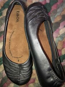 As New Taos Ladies Pewter Leather Flat Shoes Size 8
