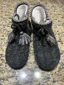 Muk Luks Slippers Women's Large 9-10 With Tassels Lightweight Warm Casual  READ