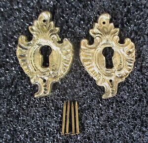 PAIR OF SOLID BRASS FRENCH STYLE ESCUTCHEONS KEYHOLE COVERS NOS