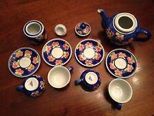 Servizio da the in porcellana, 4 tazzine + piattino, teiera, zuccheriera.