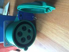 Mk commando droite 5 pin socket 32A 3P + N + e k9447 NRG montage panneau vert