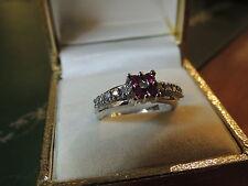 Bague or blanc 18 carats diamants et rubis