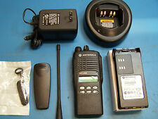 Motorola HT1250 UHF 450-527MHz 128 Channel AAH25SDF9AA5AN MINT Tested