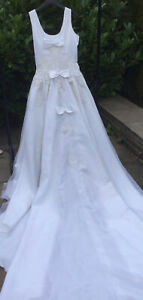 Vintage Wedding Dress Detailed  Bodice And Long Train Bows 10
