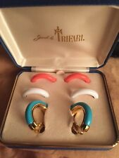 VINTAGE! NICE! JEWELS BY TRIFARI LUCITE & METALLICA CLIP EARRINGS GOLD TONE SET