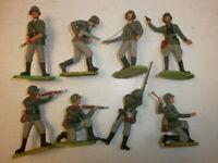 Konvolut 8 alte Elastolin Kunststoff Soldaten zu 7.5cm kämpfende Wehrmacht