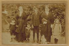 Carte Photo vintage card RPPC 2 femmes avec leurs enfants habits régionaux bt198