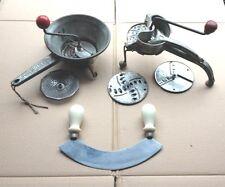 Vintage: Lotto utensili da cucina. TRITAVERDURE, PASSAPOMODORO, MEZZALUNA