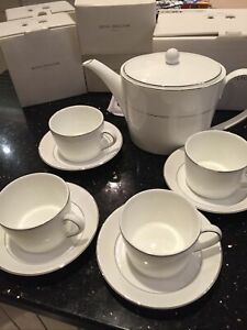 ROYAL DOULTON NEW TEA SET.  'FINDSBURY'.  NEW AND NEVER OPENED CLASSIC DESIGN