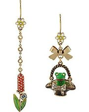 NEW BETSEY JOHNSON GOLD TONE BOW, GREEN FROG IN A BASKET MISMATCH EARRINGS