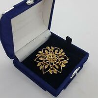 VINTAGE Sarah Coventry Floral Brooch Gold Tone Round Flower Mid-Century MCM