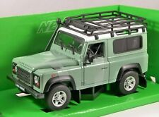 LAND ROVER DEFENDER in Green 1/24 scale model by WELLY