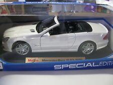 1:18 SCALE MAISTO MERCEDES-BENZ SL63 AMG CONVERTIBLE DIECAST CAR WHITE