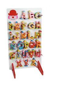 Bunte Holzbuchstaben mit clown A-Z