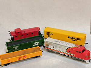 Train from Bachmann Cannonball Express HO Scale Locomotive & Cars only Santa Fe