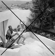 PHOTO DE RAYMOND LOEWY ET SA FEMME 1960