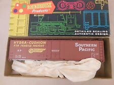 HO SCALE ROUNDHOUSE SOUTHERN PACIFIC PLUG DOOR 50' BOX CAR KIT NOS