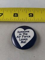 Vintage SOMEBODY IN THE AIR FORCE LOVES ME Heart Button Pin Pinback *QQ24