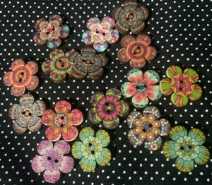 10x 20mm WOODEN FLOWER BUTTONS