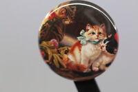 Sehr hübsch gestalteter Magnet - Kätzchen mit Schleife - wohl ab 2010