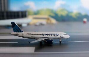1:400 AeroClassics UNITED AIRLINES Airbus A319, N3303U