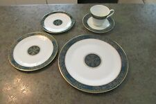 Elegant Royal Doulton CARLYLE England 5-PC Place Setting Blue Flowers Teal Band