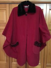 NWT LE MODA * RED * CAPE PONCHO * FAUX FUR TRIM * ROSETTE TRIM * ONE SIZE