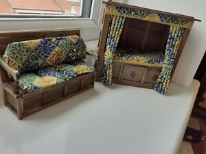 DOLLS HOUSE MINIATURES 1/12 HAND MADE & SIGNED TUDOR CUPBOARD BED + SETTLE