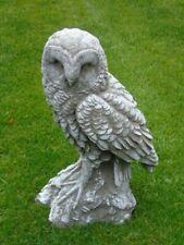 statue d une chouette en pierre patinée avec relief , nouveau