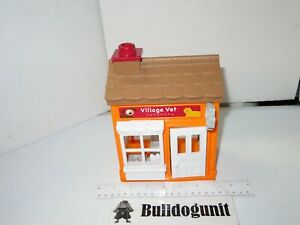 2007 Step 2 Main Street Village Town Square Vet Building Toy Only Step2