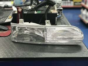 1992-1995 Ford Taurus Front Right Headlight Assembly
