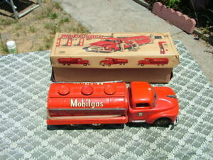 VINTAGE JAPAN TIN FRICTION MOBIL GAS TRUCK WITH BOX