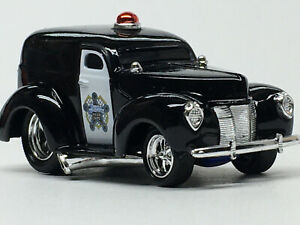 Muscle Machines Police Dept. 1940 FORD SEDAN DELIVERY Mint/Loose 1/64 Scale