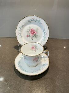 Elizabethan, bone china. England. Trio