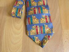 Bear storie con Bear & Da Scaffale Motivo Cravatta da collezione Windsor Tie Rack