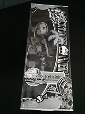 2001 MONSTER HIGH SKULL SHORES FRANKIE STEIN BLACK and WHITE wal mart EXCLUSIVE