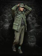 1:35 Scale Resin Model Figures Kit WW2 German Soldier Surrender 1 Figure (TD2)
