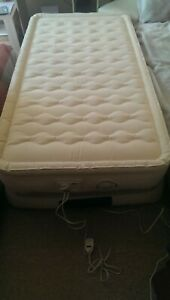 Aerobed. Single, self inflatable, mattress bed. Great condition. No Reserve !