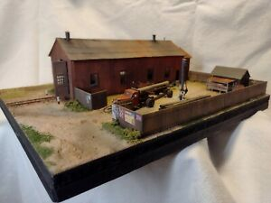 Super detailed HO Scale diorama NG engine house/car shop/line maintenance yard