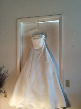 PRE-OWNED CUSTOM MADE BRIDAL GOWN SIZE 6-8  GORGEOUS DRESS