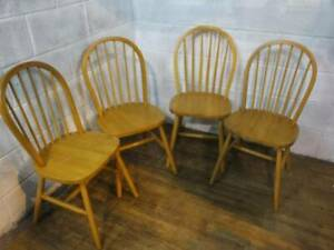 4 x MODERN SOLID BEECH SPINDLE BACKED KITCHEN DINING CHAIRS.