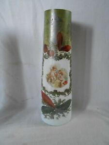 Jugendstil große Opalin Vase Milchglasvase geflügelte Putti mit Taube Kirschen