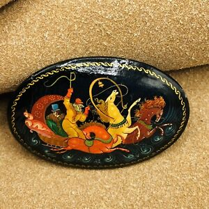 Vintage Black Wooden Wood Oval Lacquer Hand Painted Brooch Pin Horse Sled Russia
